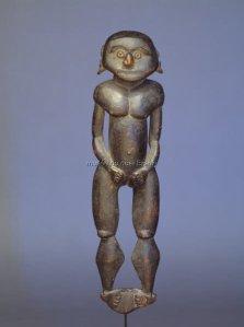 Sculpture à planter. Ancienne collection Himmelheber, 1932. Probablement XVIIIe siècle. Bois : 37,5 × 9 × 5,5 cm. © Museum der Kulturen, Bâle.