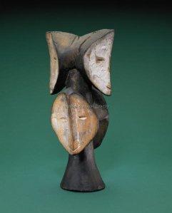 Buste. Bois et kaolin. H. : 31,5 cm. © Fowler Museum at UCLA ; donation Jay T. Last.