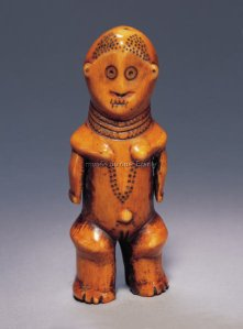 Figurine anthropomorphe. Ivoire. H. : 14 cm.© Fowler Museum at UCLA ; Private Coll., Los Angeles.