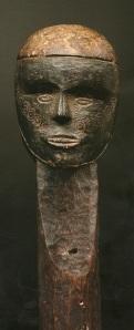Esprit tindalo janus, détroit de Manning, bois et pigments.H. : 27 cm.© Galerie Meyer, Paris.