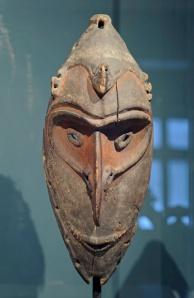Masque, région du Sepik, Papouasie Nouvelle-Guinée. XIXe-XXe siècle. Bois et pigments. H. : 37,5 cm. Ex-coll. J.F.G. Umlauff, Hambourg ; donation Eduard von der Heydt. © Museum Rietberg Zürich, RME 11.