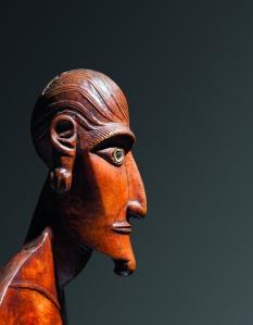 Figure féminine moai papa (détail), Rapa Nui (île de Pâques), Polynésie de l'Est. Probablement début du XIXe siècle. Bois, os et obsidienne. H. :64 cm. ©Otago Museum, Dunedin, Nouvelle-Zélande, O 50.051.1.