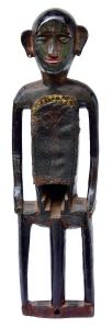 Huka banam,Inde, première moitié du XXe siècle.Dim. : 61,5 x 13 x 9,5 cm. Bois et peau. Ex-coll. Bengt Fosshag.© Museum Rietberg, Zurich. Photo Michael Ehrhardt.