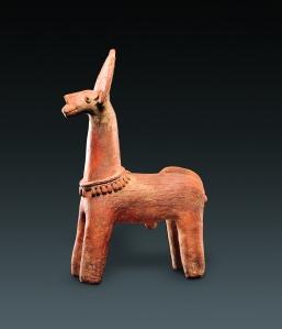 Animal mythique. Style dari. 1400-1600 ap. J.-C. Terre cuite. H. : 68,8 cm. © Genève musée Barbier-Mueller. Photo G. Ferrazzini, Genève.