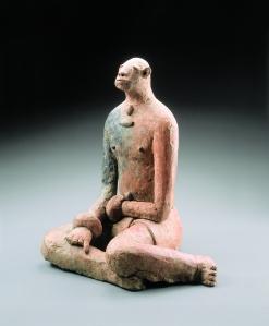 Figurine assise. Style préclassique. 1305-1475 ap. J.-C. Terre cuite. H. : 42,5 cm. © Coll. privée. Photo R. Asselberghs, Bruxelles.
