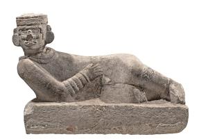 Autel sacrificiel « Chac mool » représentant un homme couché, à la tête articulée. Chichén Itzá, Yucatán, Mexique. Postclassique ancien (900-1250 ap. J.-C.). Dim. : 82,5 x 126,5 x 65 cm. © Museo Regional de Antropologia, palais Cantón, Mérida,, Yucatán, Mexique. Réf. 10-569277. Photo. : I. Guevara.