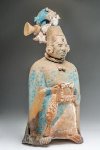 Figurine-sifflet en céramique polychrome représentant une femme noble. Jaina, Campeche. Mexique. Classique récent (600-800 ap. J.-C.). H. : 21,6 cm. © Museo Nacional de Antropología, Mexico. Réf. : 10-78656.