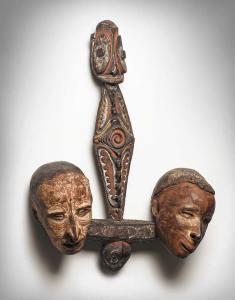 Crochet à crânes, Kaningara, rivière Blackwater, moyen Sépik, Papouasie Nouvelle-Guinée. H. : 57 cm. © Martin Doustar.