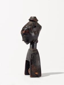 Étrier de poulie de métier à tisser, entourage du « Maître de Bouaflé », Côte d'Ivoire, Sud du pays gouro, vers 1900. H. : 16,5 cm. Coll. privée. © Rainer Wolfsberger.