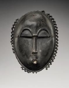 Masque, « Maître de Kamer », Côte d'Ivoire, région baoulé, vers 1920. H. : 20 cm. © Coll. privée. Ex-coll. Hans Röthlingshöfer, Bâle, acquis vers 1958. Photo F. Dehaen-Studio Asselberghs.