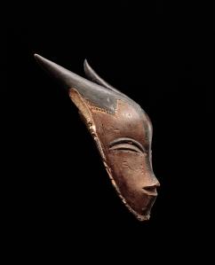 Masque gou avec cornes, « Maître de Bouaflé », Côte d'Ivoire, sud du pays gouro, XIXe siècle. H. : 35,7 cm. © Museum Rietberg, Zurich, don du Rietberg-Gesellschaft, ex-coll. Paul Guillaume, avant 1920, Inv. RAF 466.