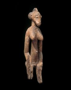 Figure féminine déblé, « Premier maître de Lataha », Côte d'Ivoire, centre du pays sénoufo, vers 1900. H. : 98 cm. © Museum Rietberg, Zurich, ex-coll. Emil Storrer, acquis vers 1952, Inv. RAF 301.
