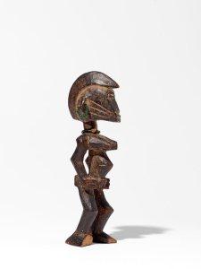 Figurine féminine tugubélé (partie d'un couple), « Maître de la forme triangulaire », Côte d'Ivoire, centre du pays sénoufo, vers 1930. H. : 14,5 et 15,5 cm. Museum Rietberg, Zurich, Inv. RAF 320a/320b. Ex-coll. Emil Storrer, acquis avant 1960.