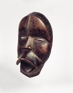 Masque chantant sengle par Uopié, Liberia, région dan occidentale, Nyor Diaple, vers 1920. Bois. H. 24,8 cm. © Brooklyn Museum, Don d'Arturo et Paul Realto Ramos, Inv. 56.6.25.