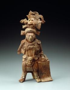 « Standing Maya Lord », Alta Verapaz, Guatemala. Terre cuite et traces de polychromie. 300-500 ap. J.-C. H. : 40,5 cm. Photo R. Asselberghs.