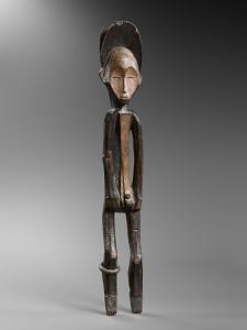 Statue, Mbole, République Démocratique du Congo. Bois et pigments. H. : 85 cm. Ex-coll. Sir Francis Sacheverell, 5e Baronnet (1892-1969), Toscane, Italie. Photo H. Dubois.