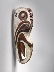 Masque « tête d'oiseau » mwai, Iatmul, province de l'est du Sepik, Papouasie Nouvelle-Guinée. Bois et pigments. H. : 35,5 cm. Acquis en 1939, prov. inconue. © Musée du quai Branly, Inv. 71.1939.127.20. Photo C. Germain.