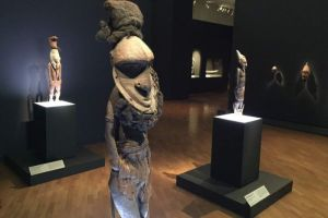 Exposition Myth + Magic, représentations d'ancêtres.