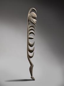 Figure yipwon, Papouasie Nouvelle-Guinée, début-milieu du XXe siècle. Bois. H. : 151 cm. ©National Gallery of Australia, Canberra. Achat 2011.
