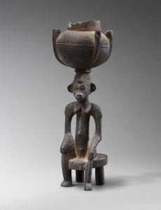 Récipient à caryatide. Sénoufo, Côte d'Ivoire. Bois. H. : 29,7 cm. © Coll. privée. Photo Studio Asselberghs-Dehaen, Bruxelles.