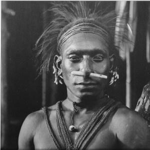 « Man of Urama village. Gulf Province [détail] ». Photo par Frank Hurley, 1921-1923. © Australian Museum Trust.