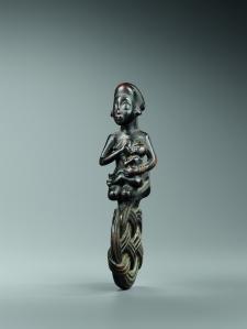 Amulette muswinga. Bois. H. : 15 cm. Acquise avant 1934. Coll. Privée. © H. Dubois.