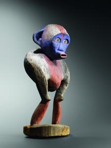 Statue de chimpanzé. Bois, pigments et bleu Guimet. H. : 45 cm. Coll. Privée. © N. Bruant.