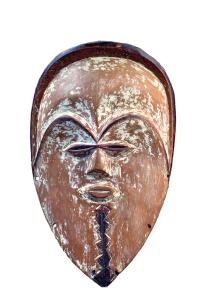 Masque, Tsogho, Gabon. Bois et restes de kaolin. H. : 35 cm. © Johann Levy, Paris.