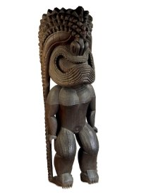 Grande sculpture (ki'i) de temple représentant le dieu Kū (Kūkā'ilimoku), Hawaii, vers 1790-1819. Style de kona. Bois d'arbre à pain ('ulu) (Artocarpus altilis). H. : 267 cm. Don de W. Howard, 1839. © Trustees of the Trustees of the British Museum, Londres. Inv. Oc,1839,0426.8.