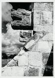 Josef Albers (1888-1976), « Platform of the Eagles, Chichén Itzá », 1952. Photographie argentique sur gélatine. Dim. : 17,7 x 12,7 cm. © The Josef and Anni Albers Foundation/Artists Rights Society (ARS), New York. Inv. X2016.10876.
