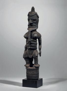Figure uli, Nouvelle-Irlande. Bois. H. : 73 cm. Ex-coll. Pierre Loeb. © Coll. privée.