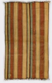 Étoffe (robe drapée) lamba, Masakoro, Mérina, Antananarivo, Madagascar, avant 1988. Soie brodée. Dim. : 160 x 219 x 0,2 cm. © Musée du quai Branly-Jacques Chirac, photo Claude Germain. Inv. 71.1988.76.1 X.